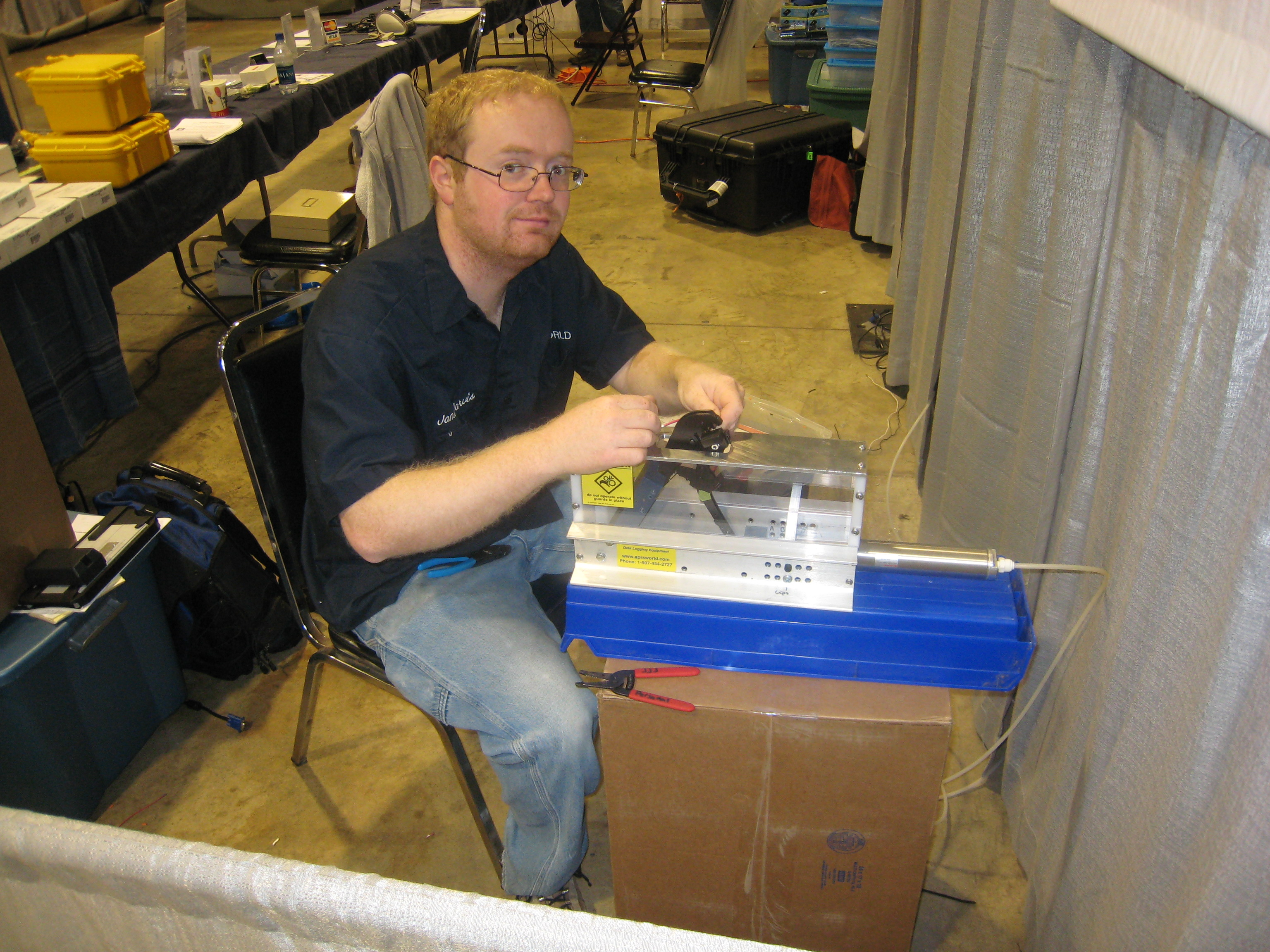 James Jarvis crimps Power Pole connectors on APO3s at the Dayton Hamvention. Note the cool pnuematic crimper.
