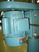 Do you have a motor like this that you would like to sell? See the next photo for details. The starting windings were damaged due to the centripetal starting switch not disengaging. The motor still works, but it isn't fond of starting.
